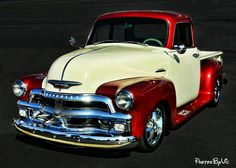 Chevy trucks aficionados are not just after the newer trucks built by Chevrolet. They are also into oldies but goodies trucks that have been magnificently preserved for long years. Gmc Trucks, Chevrolet Trucks, Lifted Trucks, Cool Trucks, Lifted Chevy, Gmc Suv, Chevy 4x4, Chevrolet Silverado, 1955 Chevrolet