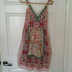 100% cotton summer floral dress This dress is very light and feels like you are wearing nothing. It is lined. The colors are green, red, pink, purple, and cream. From the shoulder to the bottom is 38.5 in. Speechless Dresses