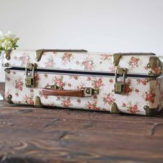 Pretty Floral Vintage Suitcase Weddings - CARDS | Cake Stands/Ring ...