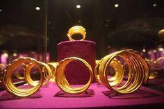 BLESTEMUL AURULUI GETIC | Vatra Stră-Rumînă Bucharest, National Museum, Romania, Gold Bracelets, Jewelry, Gold Charm Bracelets, Jewlery, Jewerly, Schmuck