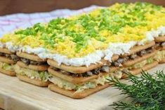 salatka-na-krakersach-z-pieczarkami-i-jajkiem Healthy Snacks, Healthy Recipes, Instant Pot Dinner Recipes, Polish Recipes, Food Hacks, Finger Foods, Holiday Recipes, Whole Food Recipes, Salad Recipes