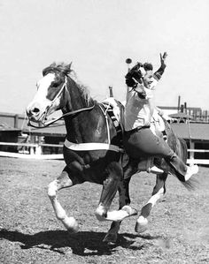 Look, ma! No hands. | 15 Retro Pics Of Truly Badass Cowgirls