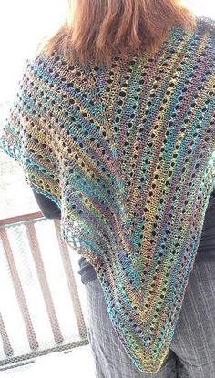 Ravelry: Sansi Shawl pattern by Emma Fassio Knitted Poncho, Knitted Shawls, Crochet Shawl, Free Crochet, Knit Crochet, Loom Knitting Projects, Knitting Stitches, Knitting Patterns, Crochet Patterns