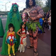 Get Inspired Costume for All Ages - Costums - Halloween Sister Halloween Costumes, Disney Halloween, Halloween Outfits, Halloween Kids, Adult Costumes, Diy Costumes, Disney Couple Costumes, Te Fiti Costume, Family Costumes For 4