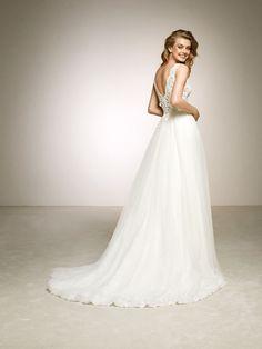 Romantic wedding dress with two-piece effect. DALGO   Pronovias 2018 Collection