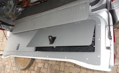 Clean tailgate storage on the land cruiser 100