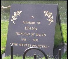 Diana, Princess of Wales burial site. Princess Diana Grave, Princess Diana Memorial, Princess Diana Family, Princes Diana, Royal Princess, Prince And Princess, Princess Of Wales, Royal Queen, Lady Diana Spencer
