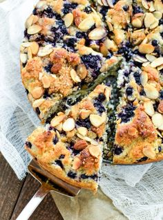This Gluten Free Almond Blueberry Coffee Cake is the perfect gluten free dessert for a Sunday brunch or Mother's Day dessert! Gluten Free Coffee Cake, Gluten Free Desserts, Gluten Free Recipes, Gf Recipes, Healthy Brunch, Brunch Food, Brunch Casserole, Gluten Free Chocolate, Kitchens