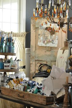 Jeanne's beautiful house Artsy Art Studio…. Everyone needs a chandelier in their art space! My Art Studio, Dream Studio, Painting Studio, Studio Ideas, Painting Art, Atelier Creation, Atelier D Art, Art Storage, Ribbon Storage