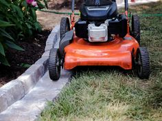 DIY Paver Edging That Makes Mowing a Breeze Give your yard a professionally landscaped look (and make it much easier to mow) in just a few hours with clean, well-defined edging. Paver Edging, Lawn Edging, Garden Edging, Garden Borders, Diy Paver, Paver Path, Concrete Edging, Diy Concrete, Concrete Garden