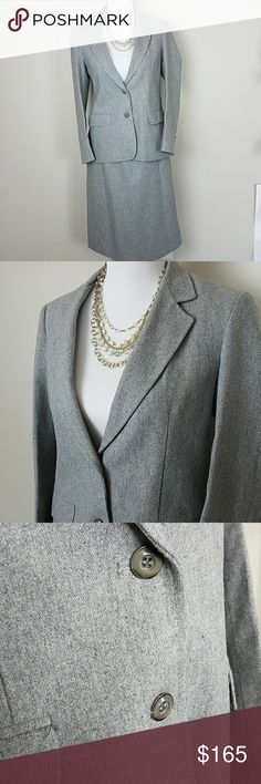 "Oscar De La Renta Vintage Wool Skirt Suit 9/10 Vintage and timeless Oscar De La Renta skirt suit set. Impeccable condition. It's almost like new.   Tag on both skirt and jacket are identical showing size 9/10.   Color: Heather Gray Material: 35% Polyester  65% Wool 100% acetate lining  Approximate Measurements (labeling as 10p because the only 9 was juniors, see measurements below) Pit to pit: 16"" Sleeve length: 22.75"" Shoulder to shoulder (back): 16"" Top of skirt to bottom hem: 27"" Waist…"