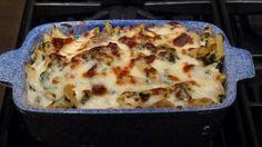 Cum se fac pastele la cuptor? O reteta simpla de paste cu spanac si piept de pui, gratinate la cuptor.