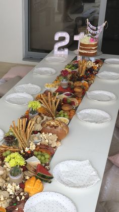 Ideas for cheese plate presentation trays antipasto platter Food Platters, Cheese Platters, Grazing Platter Ideas, Appetizer Recipes, Appetizers, Charcuterie And Cheese Board, Cheese Boards, Plate Presentation, Fingerfood Party