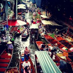 Floating Market in Bangkok. Everyone says it's a 'Must seen' but actually quite touristic...