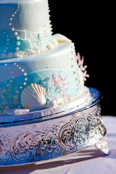 Under the Sea Wedding Cake. I like the bubble-dots on this one!