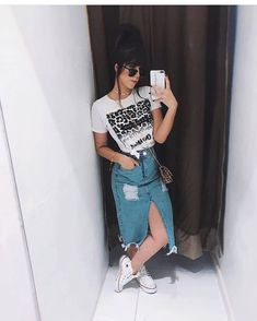 Source by imitola outfits chic Cute Casual Outfits, Chic Outfits, Casual Chic, Fashion Outfits, Look Fashion, Korean Fashion, Skirt And Sneakers, Office Outfits Women, Modest Wear