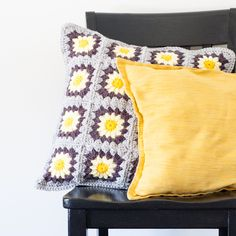 Daisy Granny Square Pillow - Free Pattern
