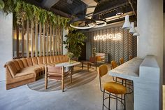 The Utopicus coworking spaces offer the market a new concept of flexible, open, modern and collaborative workspace that focuses on networking. Open Space Office, Creative Office Space, Office Space Design, Modern Office Design, Workspace Design, Office Interior Design, Office Interiors, Design Commercial, Commercial Interiors