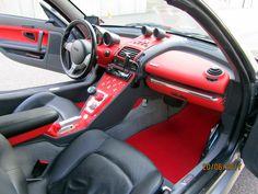Roadster mit neuer Mittel- und Schaltkonsole, beledert mit neuem Radio und Schaltern