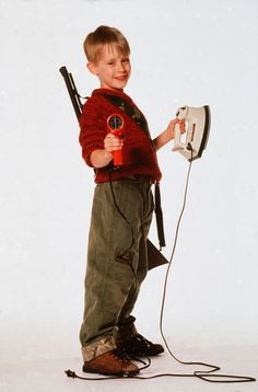 Home Alone - Macaulay Culkin as Kevin McCallister - films art - Home Accessories Kevin Alone At Home, Home Alone 1990, Home Alone Movie, Kevin Mccallister, Home Alone Christmas, Christmas Movies, Xmas, Macaulay Culkin Home Alone, Home Alone Quotes
