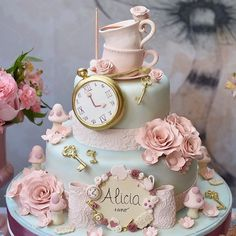 - alice-in-wonderland-cakes-wonderland-party - Noa 1 birthday - Baby Shower Foods Alice In Wonderland Cakes, Alice In Wonderland Birthday, Wonderland Party, Winter Wonderland, Pretty Cakes, Cute Cakes, Beautiful Cakes, Decors Pate A Sucre, Disney Cakes