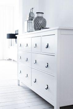 New handles on Hemnes chest of drawers, http://365ting.blogspot.com.es/2012/01/13-forandre-ikea-mbler.html