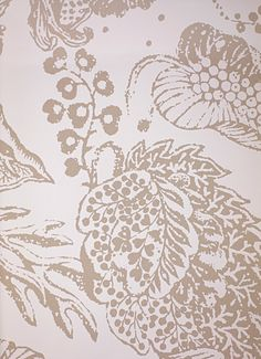La Favorite Wallpaper A large floral design wallpaper in beige on white.