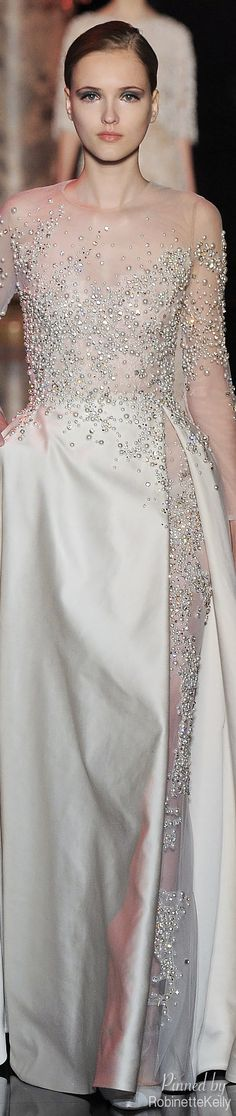 Elie Saab F/W Magic! I love anything from Elie Saab Elie Saab, Style Couture, Couture Fashion, Beautiful Gowns, Beautiful Outfits, Beautiful Life, Elegant Dresses, Pretty Dresses, Traje Black Tie