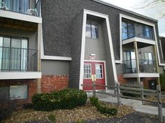 "Spacious 1 bedroom available north of the river in Kansas City, MO - ""Love Where you Live""  Call for details  816-454-3555"