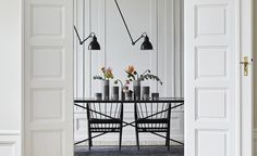 The Dining Table 230 at the HANDVÄRK Showroom in the heart of Copenhagen. Here it's styled with chairs from Sibast. On the table one can see the TURNERYs - a part of HANDVÄRKs first accessories series.