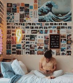 80 ideas for dorm decorations 52 # room + deco 80 dorm room inspiration deco . 80 ideas for dorm decorations 52 # room + decor 80 dorm room inspiration decor concepts 52 80 dorm room inspiration decor ideas Room Ideas Bedroom, Diy Home Decor Bedroom, Bedroom Inspo, Bedroom Wall Ideas For Teens, Diy Room Decor Tumblr, Diy Room Ideas, Bedroom Decor Pictures, Tumblr Rooms, Dorm Room Pictures