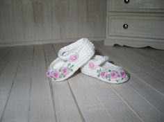 Crochet and embroidered shoes for Dianna Effner by LittleGiftCove