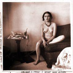 Avalorios: Frida Kahlo, desnuda