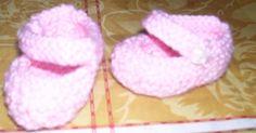 Estos son los últimos zapatitos que le hice al Nenuco de mi hija Carmen.     Son súper sencillos de hacer, así que os dejo el paso a paso... Bb Reborn, Nancy Doll, Baby Born, 18 Inch Doll, Doll Accessories, Slippers, Baby Shower, Minis, Disney
