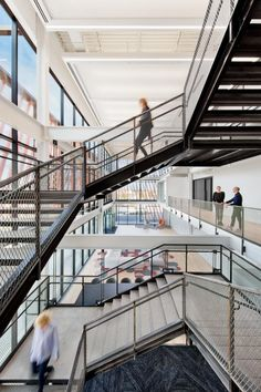 Located in Cartersville, Georgia, the Shaw Create Centre is the innovative home by Gensler for commercial flooring brands Shaw Contract and Patcraft. Shaw Contract, Form Design, Design Design, Commercial Flooring, Workspace Design, Global Design, Common Area, Home Studio, Workplace