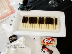 KitKat piano. Great idea for my boyfriend, who plays keyboard in his band.