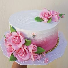 Many individuals don't think about going into company when they begin cake decorating. Many folks begin a house cake decorating com Beautiful Birthday Cakes, Gorgeous Cakes, Pretty Cakes, Cute Cakes, Amazing Cakes, Creative Cake Decorating, Cake Decorating Tools, Creative Cakes, Jednostavne Torte