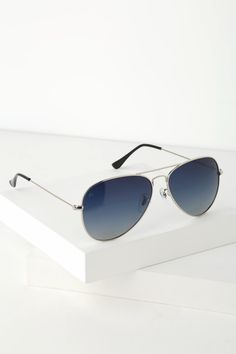 4b2f02b725f01 14 Best Blue aviators sunglasses outfit images