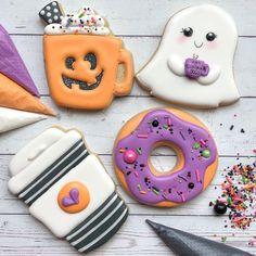 Halloween Cookies Decorated, Halloween Sugar Cookies, Halloween Sweets, Halloween Goodies, Halloween Cakes, Crazy Cookies, Fall Cookies, Iced Cookies, Royal Icing Cookies