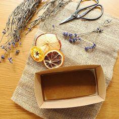 ダイソーやセリアで売ってるアロマキャンドルと、ドライフラワーで楽々作れる♩プチギフトに最適な〔アロマワックスバー〕の作り方まとめ♡