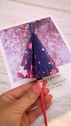 handicraft umbrellas tutorial paper video Paper Umbrellas Handicraft Paper umbrellas handicraft video tutorialYou can find X men and more on our website Instruções Origami, Paper Crafts Origami, Diy Paper, Paper Crafting, Origami Ideas, Oragami, Origami Gifts, Diy Crafts For Gifts, Diy Arts And Crafts