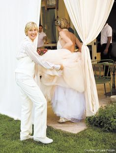 Ellen DeGeneres and Portia de Rossi Wedding Photo Gallery Ellen Degeneres Young, Ellen Degeneres And Portia, Ellen Degeneres Wedding, Lesbian Wedding, Wedding Bride, Wedding Day, Wedding Decor, Ellen And Portia Wedding, Zac Posen Wedding Gowns