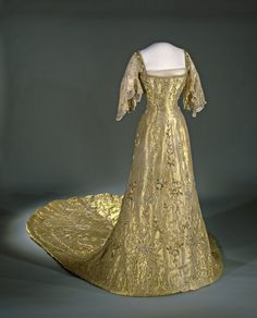 Dress of the coronation of Queen Maud of Norway, 1906, Lame gold and lace embroidered with gold wire, gold-colored sequins, beads and artificial diamonds.
