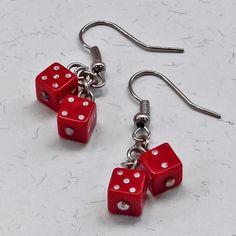 Brincos Dadinho Vermelho - Little Red Dice Earrings | Beat Bijou | Elo7