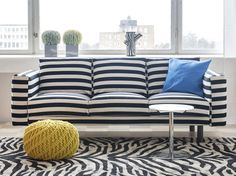 Vous en avez marre d'avoir le même canapé IKEA que tout le monde ? Créez une décoration colorée dans votre salon avec la nouvelle collection de housses...