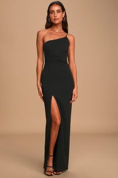 The Lulus Keeper of My Heart Black One-Shoulder Maxi Dress will be the most talked about look at any event! Stretch knit maxi dress with one-shoulder neckline. Formal Dresses With Sleeves, Hoco Dresses, Gala Dresses, Maxi Gowns, White Maxi Dresses, Strapless Dress Formal, Dress Outfits, One Sleeve Dress, Straight Dress