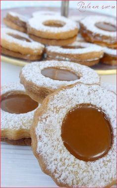 Shortbread filled with salted caramel – Shortbread filled with salted caramel – Recipe in French Desserts With Biscuits, Cookie Desserts, Cookie Recipes, Dessert Recipes, Delicious Desserts, Yummy Food, Shortbread Biscuits, Biscuit Cookies, Biscuit Recipe