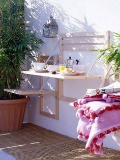 Für wenig Platz auf dem Balkon: Mit einem Klapp ist alles da - oder auch wieder weg. So sieht Ihr kleiner Balkon oder Ihre winzige Terrasse immer großzügig und aufgeräumt aus.