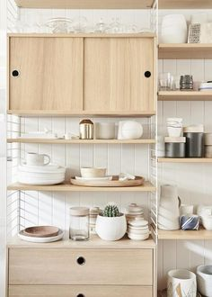 40 Best Inspirational Scandinavian Kitchen Shelves https://carrebianhome.com/40-best-inspirational-scandinavian-kitchen-shelves/