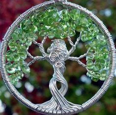 Pendentif arbre de vie de mère Nature - recyclés en argent et péridot arbre déesse